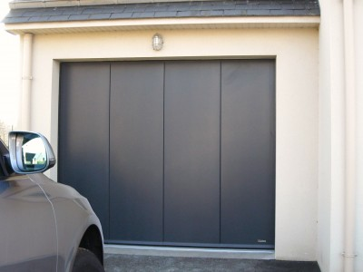 porte de garage battante de couleur anthracite