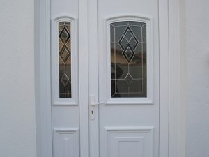 porte d'entrée PVC d'une maison à Jarnac