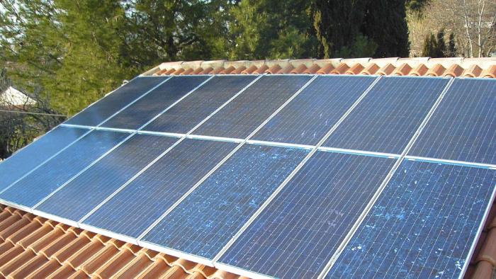14 panneaux solaire sur le toit d'une maison  de Saintes