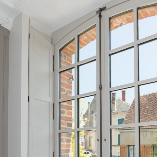Fenêtre en Bois blanc faite sur mesure pour une maison proche de Cognac en Charente Maritime