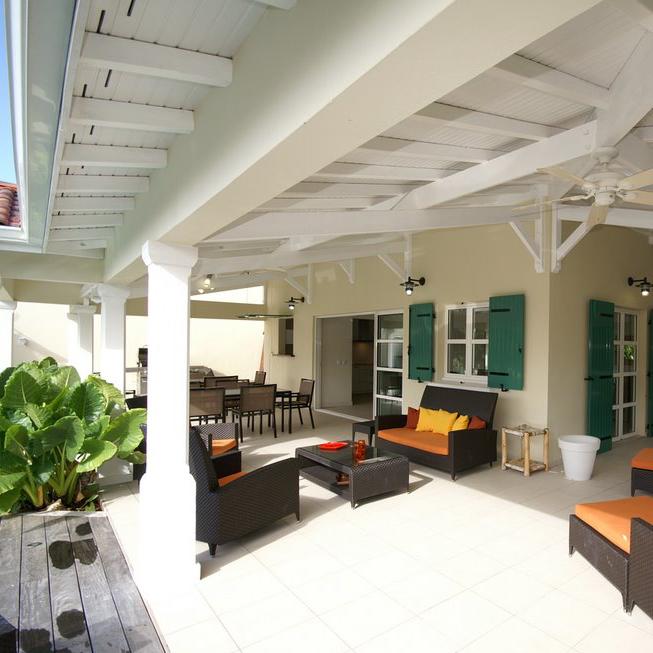 Store sous forme d'extension d'une maison à l'île de Ré