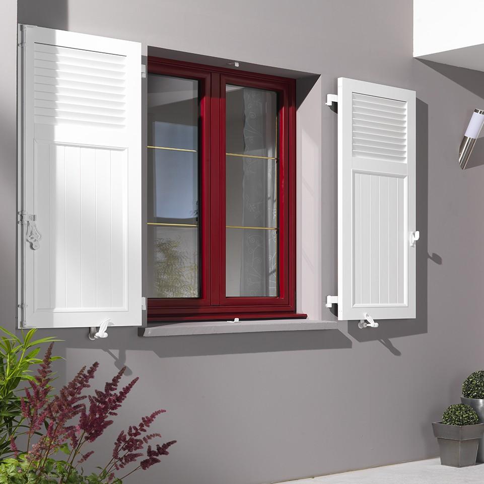 volets battants PVC blanc avec fenêtre de couleur rouge